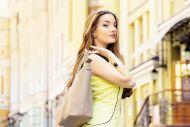 Fashion-Accessoires: Mit Gürtel, Schal und Handtasche zum individuellen Style